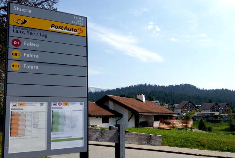 Postbusstation vor dem B&B